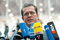 12 APR 2010, BERLIN/GERMANY:<br /> Karl-Theodor zu Guttenberg, CDU, Bundesverteidigungsminister, gibt noch ein Statement, nach einer Pressekonferenz zur Vorstellung der Strukturkommission der Bundeswehr, Bundespressekonferenz<br /> IMAGE: 20100412-01-053<br /> KEYWORDS: Mikrofon, microphone