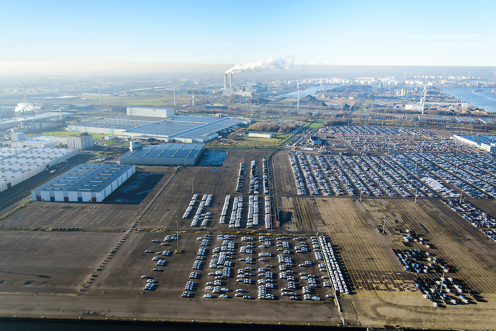 Nederland, Noord-Holland, Amsterdam, 11-12-2013; Westelijk Havengebied, Westhaven met terrein van Koopman Car Terminal (voorheen Nissan).<br /> Western Harbour, Westhaven with site of Koopman Car Terminal (formerly Nissan).<br /> luchtfoto (toeslag op standaard tarieven);<br /> aerial photo (additional fee required);<br /> copyright foto/photo Siebe Swart.