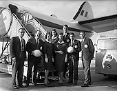1960 - Toronto Gaelic Football Team arrives in Dublin Airport