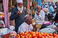 Inde, Delhi, vieux Delhi, marché dans le vieux Delhi, l'heure du thé // India, Delhi, Old Delhi, market in the old city, tea time