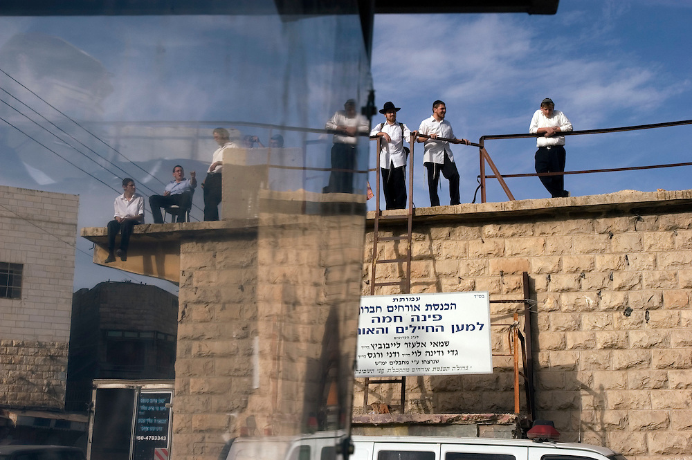 Jewish worshipers following morning prayers and lunch during the Haye Sarah Shabbat. Thousands of Jews, and a large number of settlers, come to Hebron for the Haye Sarah during which the story of Abraham purchasing the land and cave on which stands the Tomb of the Patriarchs is read. Some six hundred Jews live in the heart of Hebron's old city surrounded by over 160,000 Palestinian inhabitants..Hebron, Israel. 03/11/2007.Photo © J.B. Russell/Blue Press
