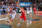 DESCRIZIONE : Varese Lega A 2010-11 Cimberio Varese Enel Brindisi<br /> GIOCATORE : Bobby Dixon Alex Righetti<br /> SQUADRA : Enel Brindisi Cimberio Varese<br /> EVENTO : Campionato Lega A 2010-2011<br /> GARA : Cimberio Varese Enel Brindisi<br /> DATA : 14/11/2010<br /> CATEGORIA : Rimbalzo Equilibrio Super<br /> SPORT : Pallacanestro<br /> AUTORE : Agenzia Ciamillo-Castoria/G.Cottini<br /> Galleria : Lega Basket A 2010-2011<br /> Fotonotizia : Varese Lega A 2010-11 Cimberio Varese Enel Brindisi<br /> Predefinita :