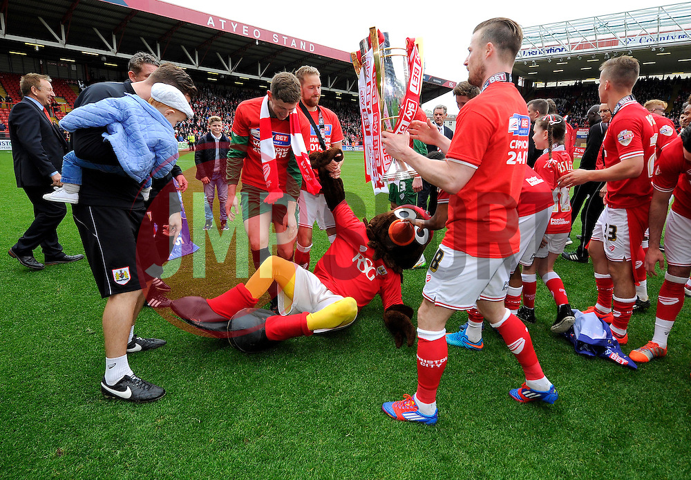 - Photo mandatory by-line: Joe Meredith/JMP - Mobile: 07966 386802 - 03/05/2015 - SPORT - Football - Bristol - Ashton Gate - Bristol City v Walsall - Sky Bet League One