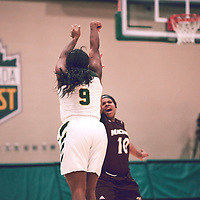 3rd year guard, Kyanna Giles (9) of the Regina Cougars during the Women's Basketball Home Game on Fri Nov 30 at Centre for Kinesiology,Health and Sport. Credit: Arthur Ward/Arthur Images