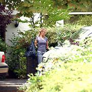 Moeder Anouk Teeuwe moet haar huis uit van haar dochter Da Costaplein 43 Voorburg, moeder