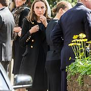 NLD/Laren/20140411 - Begrafenis slachtoffers familiedrama Schmittmann, verdriet bij collega's familie en vrienden