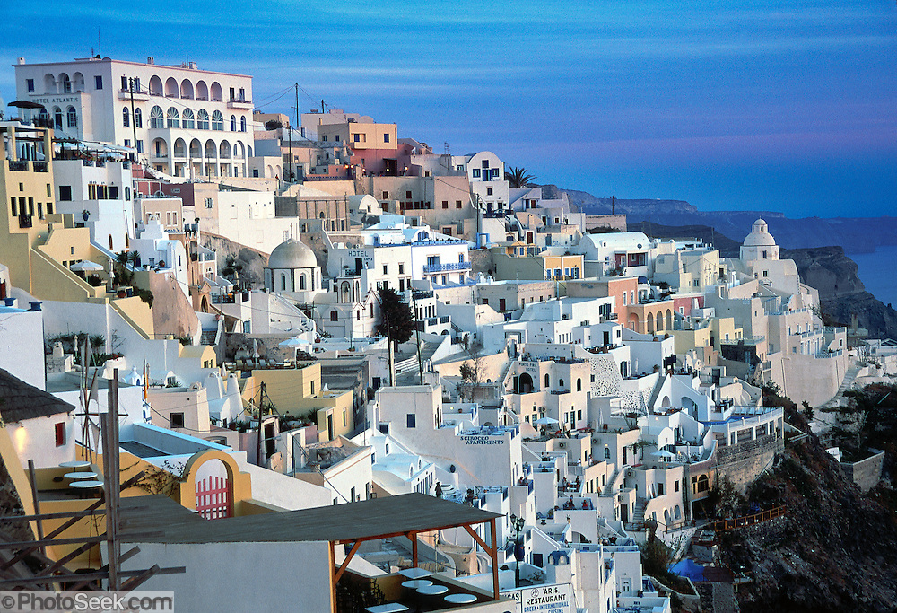 Evening light on whitewashed houses in Fira, Santorini ...