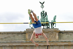 "05.09.2015, Brandenburger Tor, Berlin, GER, Leichtathletik Meeting, Berlin fliegt, im Bild Leonid Kivalov (RUS) // during the Athletics Meeting ""Berlin flies"" at the Brandenburger Tor in Berlin, Germany on 2015/09/05. EXPA Pictures © 2015, PhotoCredit: EXPA/ Eibner-Pressefoto/ Fusswinkel<br /> <br /> *****ATTENTION - OUT of GER*****"