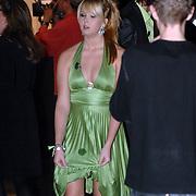 NLD/Weesp/20070319 - 3e Live uitzending Just the Two of Us, Monique Smit met een vlek op haar jurk