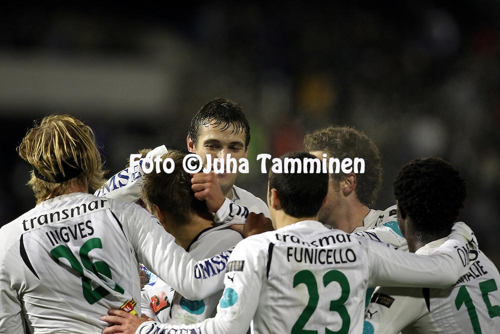 17.10.2010, Stadion, Lahti..Veikkausliiga 2010, FC Lahti - IFK Mariehamn..IFK juhlii johtomaalia, keskell? Mate Dujilo..©Juha Tamminen.