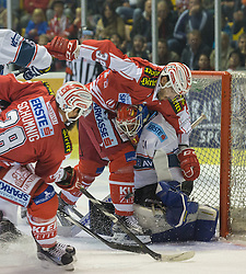 11.09.2015, Stadthalle, Klagenfurt, AUT, EBEL, EC KAC vs Fehervar AV 19, im Bild Martin Schumnig (EC KAC, #28), Miklos Rajna (Fehervar AV 19, #31), Jean-François Jacques (EC KAC, #39) // during the Erste Bank Eishockey League match betweeen EC KAC and Fehervar AV 19 at the City Hall in Klagenfurt, Austria on 2015/09/10. EXPA Pictures © 2015, PhotoCredit: EXPA/ Gert Steinthaler
