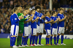 17.09.2012, Goodison Park, Liverpool, ENG, Premier League, FC Everton vs Newcastle United, 4. Runde, im Bild Everton players stand for a minute's applause to remember the 96 victims of the Hillsborough Stadium Disaster before the English Premier League 4th round match between Everton FC and Newcastle United at the Goodison Park, Liverpool, Great Britain on 2012/09/17. EXPA Pictures © 2012, PhotoCredit: EXPA/ Propagandaphoto/ David Rawcliff..***** ATTENTION - OUT OF ENG, GBR, UK *****