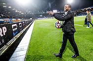 26-01-2016 VOETBAL:WILLEM II-FC GRONINGEN:TILBURG<br /> <br /> Terell Ondaan van Willem II op de terugweg van zijn zware blessure deelt als dank ballen uit in het stadion<br /> <br /> Foto: Geert van Erven