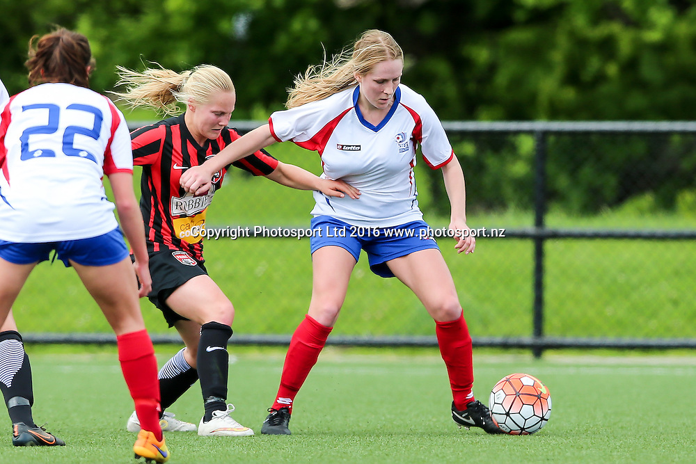 Auckland's Hannah Kraakman in action. National Women's League, Round 1, Auckland Football Federation v Canterbury United Pride, William Green Domain, Auckland, Sunday 16th October 2016. Copyright Photo: David Joseph / www.photosport.nz