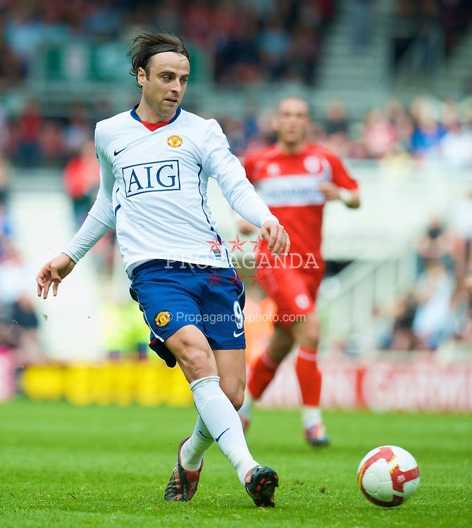 MIDDLESBROUGH, ENGLAND - Saturday, May 2, 2009: Manchester United's Dimitar Berbatov in action against Middlesbrough during the Premiership match at the Riverside Stadium. (Pic by David Rawcliffe/Propaganda)