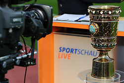 08.04.2015, BayArena, Leverkusen, GER, DFB Pokal, Bayer 04 Leverkusen vs FC Bayern Muenchen, Viertelfinale, im Bild Fernsehkamera mit DFB Pokal // during the German DFB Pokal quarter final match between Bayer 04 Leverkusen and FC Bayern Munich at the BayArena in Leverkusen, Germany on 2015/04/08. EXPA Pictures &copy; 2015, PhotoCredit: EXPA/ Eibner-Pressefoto/ Sch&uuml;ler<br /> <br /> *****ATTENTION - OUT of GER*****