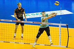 08.01.2016, Max Schmeling Halle, Berlin, GER, CEV Olympia Qualifikation, Deutschland vs Polen, im Bild Annahme(Fehler) Denys Kaliberda (#6, Deutschland/Germany) neben Ferdinand Tille (#12, Deutschland/Germany) // during 2016 CEV Volleyball European Olympic Qualification Match between Germany and Poland at the Max Schmeling Halle in Berlin, Germany on 2016/01/08. EXPA Pictures © 2016, PhotoCredit: EXPA/ Eibner-Pressefoto/ Wuechner<br /> <br /> *****ATTENTION - OUT of GER*****