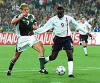 Fotball: Tyskland-England 1-5. München. 01.09.01. <br /><br />Tor 1:5 durch Emile HESKEY , links Marko REHMER  <br />               WM-Quali   Deutschland - England  1:5