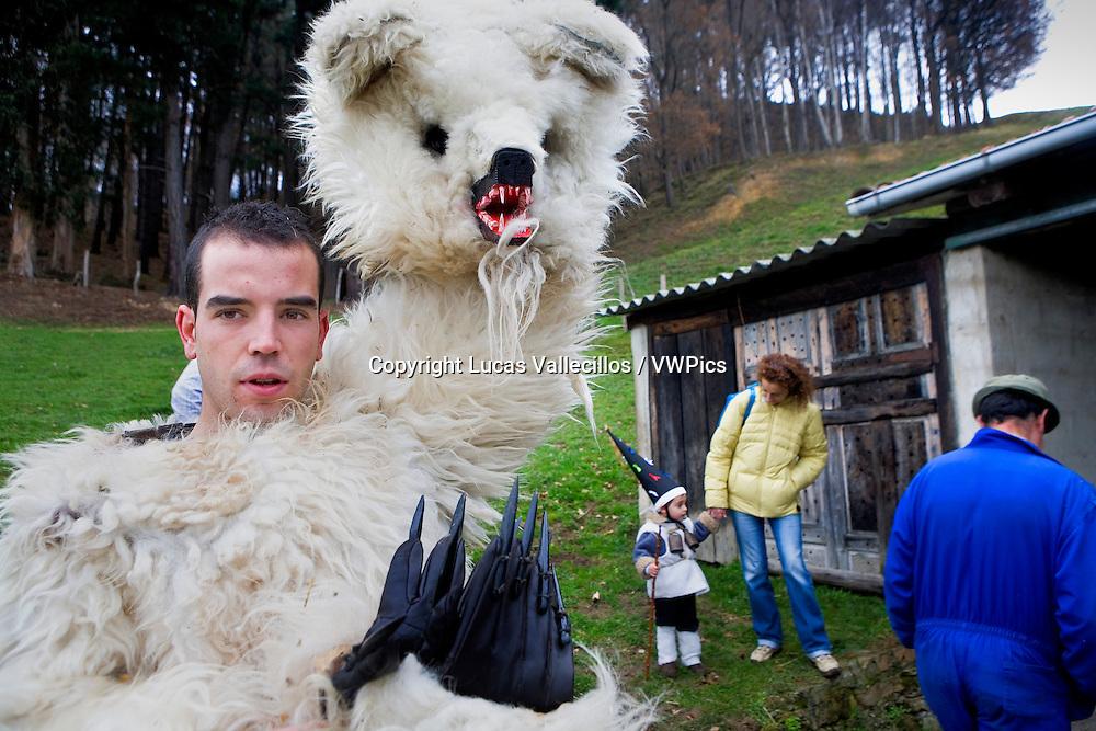 `La Vijanera´carnival, bear, preparing the carnival, Silio, Molledo. Cantabria, Spain.