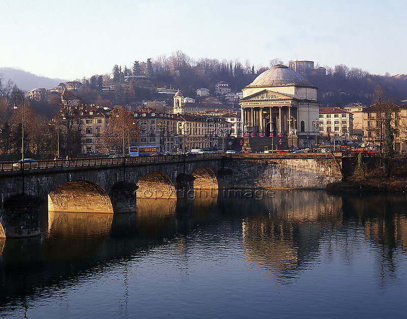 Torino il fiume Po. chiesa Gran Madre di Dio ed i Murazzi