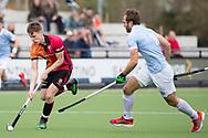 Eindhoven - Oranje Rood - Bloemendaal  Heren, Hoofdklasse Hockey Heren, Seizoen 2017-2018, 15-04-2018, Oranje Rood - Bloemendaal 1-1, Emmanuel Stockbroekx (Bloemendaal) en Jelle Galema (Oranje Rood)<br /> <br /> (c) Willem Vernes Fotografie