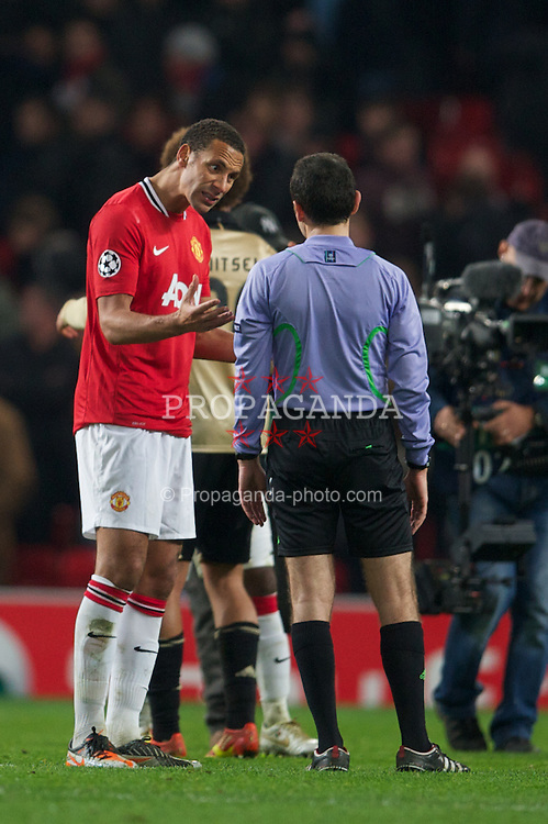 MANCHESTER, ENGLAND - Tuesday, November 22, 2011: Manchester United's Rio Ferdinand argues with referee Cuneyt Cakir during the UEFA Champions League Group C match against SL Benfica at Old Trafford. (Pic by David Rawcliffe/Propaganda)