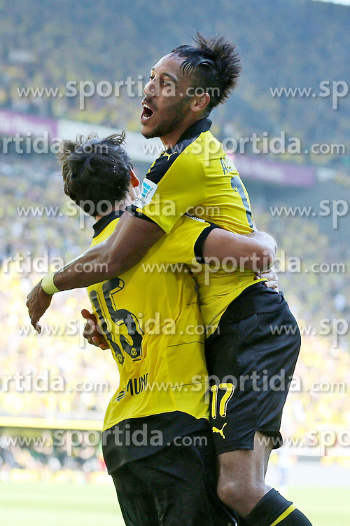 30.08.2015, Signal Iduna Park, Dortmund, GER, 1. FBL, Borussia Dortmund vs Hertha BSC, 3. Runde, im Bild Pierre-Emerick Aubameyang (Borussia Dortmund #17) und Torschuetze Kapitaen Mats Hummels (Borussia Dortmund #15) beim Torjubel nach dem Treffer zum 1:0 // during the German Bundesliga 3rd round match between Borussia Dortmund and Hertha BSC at the Signal Iduna Park in Dortmund, Germany on 2015/08/30. EXPA Pictures &copy; 2015, PhotoCredit: EXPA/ Eibner-Pressefoto/ Schueler<br /> <br /> *****ATTENTION - OUT of GER*****