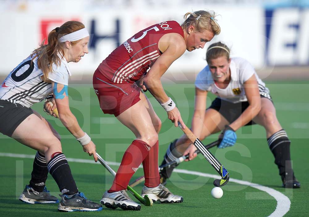 ROSARIO - Champions Trophy women hockey.Great Britain v Germany.Great Britain wins 2-0 and go into the final.foto:  Nina Hasselmann defending Alex Danson..FFU Press Agency  COPYRIGHT FRANK UIJLENBROEK..
