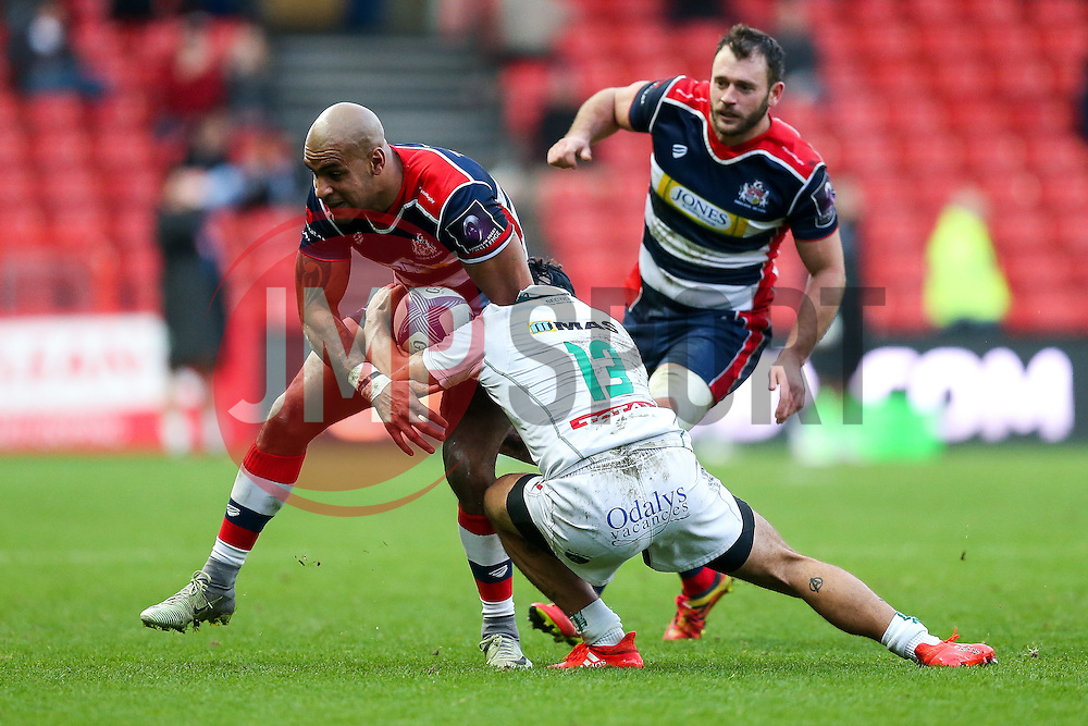 Tom Varndell of Bristol Rugby is tackled by Julien Fumat of Pau - Rogan Thomson/JMP - 11/12/2016 - RUGBY UNION - Ashton Gate Stadium - Bristol, England - Bristol Rugby v Pau - European Rugby Challenge Cup.