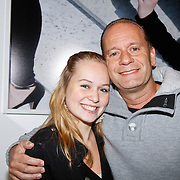 NLD/Amsterdam/20111121 - Premiere toneelvoorstelling Zangeres zonder Naam, Ron Boszhard en dochter