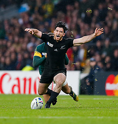New Zealand Winger Nehe Milner-Skudder is brought down by South Africa Winger Bryan Habana - Mandatory byline: Rogan Thomson/JMP - 07966 386802 - 24/10/2015 - RUGBY UNION - Twickenham Stadium - London, England - South Africa v Wales - Rugby World Cup 2015 Semi Finals.