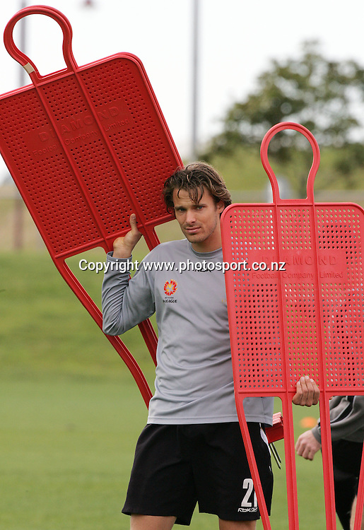 Campbell Banks during the New Zealand Knights Training at North Harbour Stadium, Auckland, New Zealand on Friday 8 September, 2006. Photo: Hannah Johnston/PHOTOSPORT<br /><br /><br /><br />080906