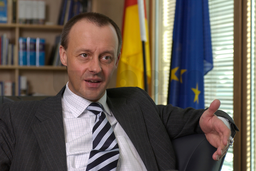 02 APR 2004, BERLIN/GERMANY:<br /> Friedrich Merz, CDU, Stellv. Fraktionsvorsitzender der CDU/CSU Bundestagsfraktion, waehrend einem Interview, in seinem Buero, Jakob-Kaiser-Haus, Deutscher  Bundestag<br /> IMAGE: 20040402-01-011<br /> KEYWORDS: B&uuml;ro