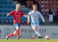 Jeppe Kjær (FC Helsingør) følges af Peter Bro Stenbek (Slagelse) under kampen i 2. Division mellem Slagelse B&I og FC Helsingør den 6. oktober 2019 på Slagelse Stadion (Foto: Claus Birch).