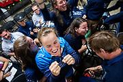 Blijdschap bij het team na het halen van het wereldrecord op de tweede racedag. Rosa Bas (midden) rijdt 122,12 km/u. Het Human Power Team Delft en Amsterdam, dat bestaat uit studenten van de TU Delft en de VU Amsterdam, is in Amerika om tijdens de World Human Powered Speed Challenge in Nevada een poging te doen het wereldrecord snelfietsen voor vrouwen te verbreken met de VeloX 9, een gestroomlijnde ligfiets. Het record is met 121,81 km/h sinds 2010 in handen van de Francaise Barbara Buatois. De Canadees Todd Reichert is de snelste man met 144,17 km/h sinds 2016.<br /> <br /> With the VeloX 9, a special recumbent bike, the Human Power Team Delft and Amsterdam, consisting of students of the TU Delft and the VU Amsterdam, wants to set a new woman's world record cycling in September at the World Human Powered Speed Challenge in Nevada. The current speed record is 121,81 km/h, set in 2010 by Barbara Buatois. The fastest man is Todd Reichert with 144,17 km/h.