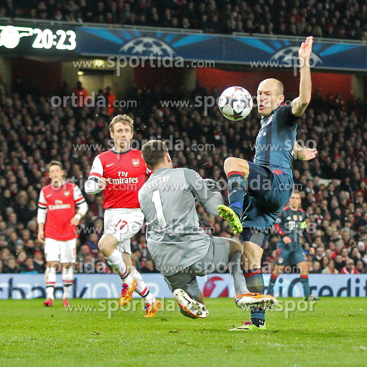19.02.2014, Emirates Stadion, London, ENG, UEFA CL, FC Arsenal vs FC Bayern Muenchen, Achtelfinale, im Bild l-r: im Zweikampf, Torwartaktion von Wojciech SZCZESNY #1 (FC Arsenal London), foult dabei Arjen ROBBEN #10 (FC Bayern Muenchen), bekommt rotArsenal London vs FC Bayern Muenchen, Fussball, Champoinsleague, 19 02 2014, Foto: Eibner // during the UEFA Champions League Round of 16 match between FC Arsenal and FC Bayern Munich at the Emirates Stadion in London, Great Britain on 2014/02/19. EXPA Pictures © 2014, PhotoCredit: EXPA/ Eibner-Pressefoto/ Kolbert<br /> <br /> *****ATTENTION - OUT of GER*****