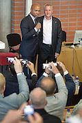 Nederland Breukelen 2012<br /> Binnenkomst Johan Cruijff en Humberto Tan tijdens een seminar op Neyenrode.<br /> Foto: Jan Boeve