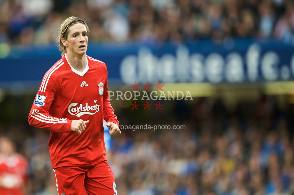 LONDON, ENGLAND - Sunday, October 4, 2009: Liverpool's Fernando Torres in action against Chelsea during the Premiership match at Stamford Bridge. (Pic by David Rawcliffe/Propaganda)