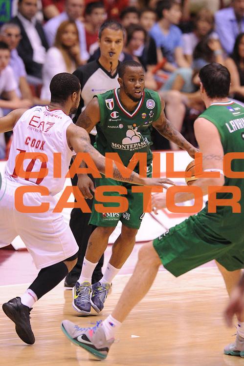 DESCRIZIONE : Milano Lega A 2011-12 EA7 Emporio Armani Milano VS Montepaschi Siena Finale scudetto gara 4<br /> GIOCATORE : Lester MC Calebb<br /> CATEGORIA : Palleggio<br /> SQUADRA : Montepaschi Siena<br /> EVENTO : Campionato Lega A 2011-2012 Finale scudetto gara 4<br /> GARA : EA7 Emporio Armani Milano Montepaschi Siena<br /> DATA : 15/06/2012<br /> SPORT : Pallacanestro <br /> AUTORE : Agenzia Ciamillo-Castoria/GiulioCiamillo<br /> Galleria : Lega Basket A 2011-2012  <br /> Fotonotizia : Milano Lega A 2011-12 EA7 Emporio Armani Milano VS Montepaschi Siena Finale scudetto gara 4<br /> Predefinita :