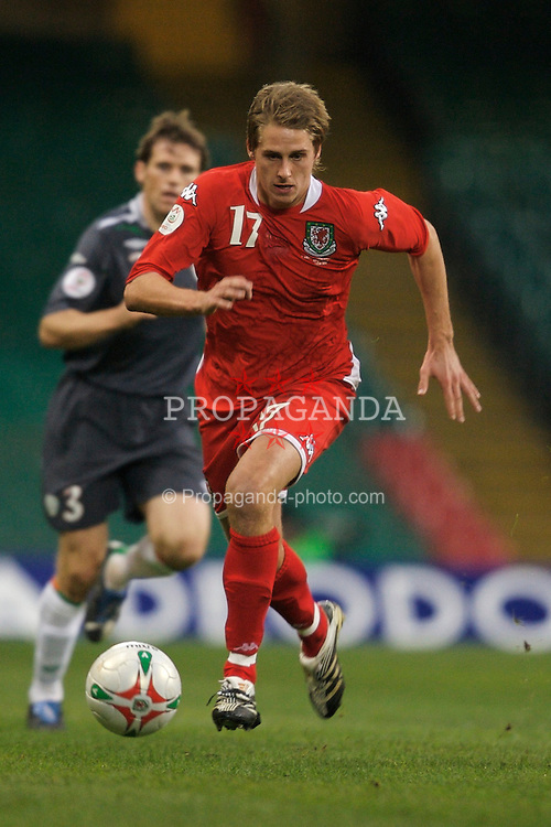 CARDIFF, WALES - Saturday, November 17, 2007: Wales' David Edwards in action against the Republic of Ireland during the UEFA Euro 2008 Qualifying Group D match at the Millennium Stadium. (Pic by David Rawcliffe/Propaganda)