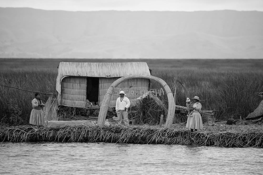South America, Peru, Puno, Urus Islands, Lake Titicaca, Uros floating villages, native, people, lake