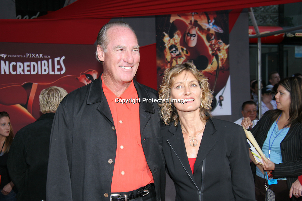 Craig T. Nelson &amp; Doria Cook-Nelson<br />&quot;The Incredibles&quot; Film Premiere - Arrivals<br />El Capitan Theatre<br />Hollywood, CA, USA<br />Sunday, October 24, 2004<br />Photo By Celebrityvibe.com/Photovibe.com, <br />New York, USA, Phone 212 410 5354, <br />email: sales@celebrityvibe.com