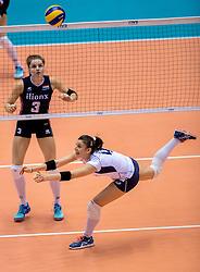 20-05-2016 JAP: OKT Italie - Nederland, Tokio<br /> De Nederlandse volleybalsters hebben een klinkende 3-0 overwinning geboekt op Itali&euml;, dat bij het OKT in Japan nog ongeslagen was. Het met veel zelfvertrouwen spelende Oranje zegevierde met 25-21, 25-21 en 25-14 / Yvon Belien #3, Alessia Orro #4 of Italie
