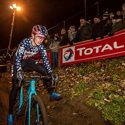 2019-12-29: Cycling: Superprestige: Diegem: Clara Honsinger balancing in the wooden section