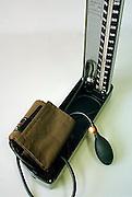 Nederland, Nijmegen, 13-9-2003..Bloeddrukmeter. Associatie hart en vaatziekten, stress, gezondheid, levensstijl, voeding, huisarts, checkup...Foto: Flip Franssen