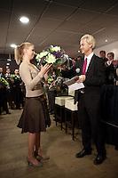 Nederland. Den Haag, 26 februari 2010. Kandidaten Den Haag krijgen van Wilders ieder een bos bloemen, Danielle de Winter. <br /> Partij voor de Vrijheid, PVV. Campagnebijeenkomst in een zaaltje van Ockenburgh Active in het kader van de gemeenteraadsverkiezingen. Politieke partij, aanhang, Geert Wilders, Politiek, lokale politiek<br /> Foto Martijn Beekman