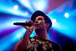 Rogério Flausino, vocalista do Jota Quest no palco principal do Planeta Atlântida 2014/RS, que acontece nos dias 07 e 08 de fevereiro de 2014, na SABA, em Atlântida. FOTO: Jefferson Bernardes/ Agência Preview