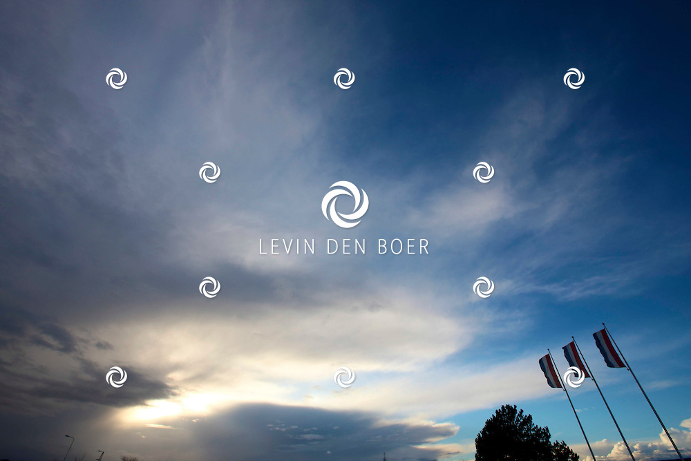 ZEELAND - Mooie wolken in de luchten van Zeeland. FOTO LEVIN DEN BOER - PERSFOTO.NU