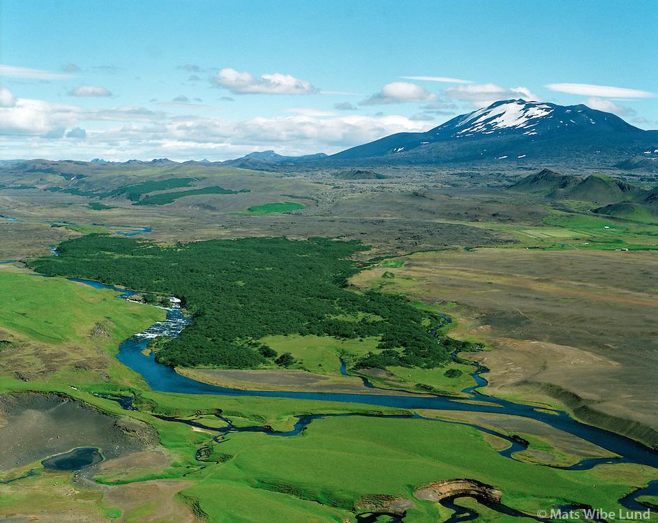 Klapparfoss og Hraunteigur, Hekla í baksýni. Landmannahreppur. Loftmynd.Klapparfoss waterfall and Hraunteigur. Hekla in background. Aerial.