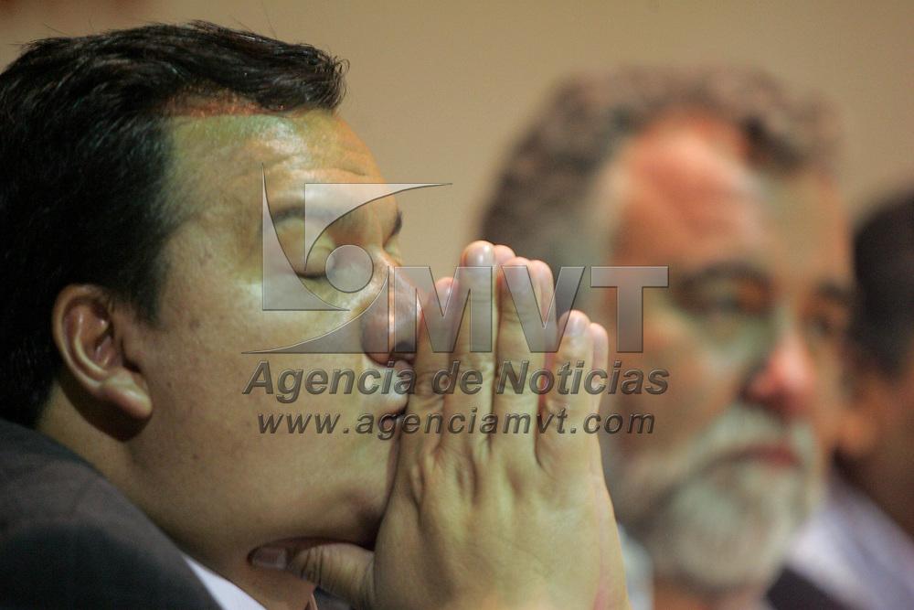 Metepec, Mex.-Oscar Gonzalez Ya&ntilde;ez (izq), Presidente Municipal de Metepec y Alejandro Encinas, ex Jefe de Gobierno del Distrito Federal, durante su participacion en &quot;La Funcion de las Administraciones Municipales en el Estado de Mexico, desde una Perspetiva de la Izquierda Democratica&quot;. Agencia MVT / Javier Rodriguez. (DIGITAL)<br /> <br /> NO ARCHIVAR - NO ARCHIVE
